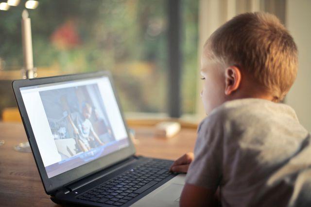 Jak sprawić, by dzieci nie siedziały cały dzień przed komputerem?
