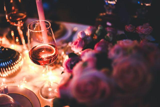Jak zorganizować romantyczną kolację walentynkową?