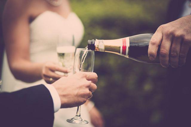 Ile alkoholu kupić na wesele?